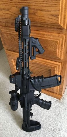 Airsoft hub is a social network that connects people with a passion for airsoft. Talk about the latest airsoft guns, tactical gear or simply share with others on this network Military Weapons, Weapons Guns, Airsoft Guns, Guns And Ammo, Rifles, Armas Ninja, Custom Guns, Custom Ar, Ar 15 Builds