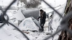 cool Heavy snow hits Europe's refugees