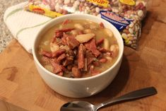 Need recipe ideas for turkey after Thanksgiving? Use leftover turkey to make our easy slow cooker recipe for Cajun turkey Hurst's 15 bean soup. Large Slow Cooker, Slow Cooker Chili, Pumpkin Chili, Pumpkin Puree, Bean Recipes, Dog Food Recipes, 15 Bean Soup, Freezer Friendly Meals, Holiday Ham