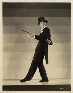 Fred Astaire Dancing in Top Hat Black and White High Quality Photo Shall We Dance, Lets Dance, Classic Hollywood, Old Hollywood, A Fine Romance, Fred And Ginger, Fred Astaire, Dance Photos, Dance Pictures