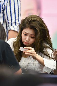 Look like hyuna omg