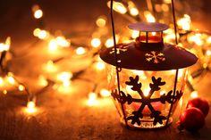 Скачать обои Новый Год, снежинка, гирлянда, свет, зима, игрушки, огни, подсвечник, New Year, Christmas, боке, свеча, Рождество, фонарь, раздел новый год в разрешении 5616x3744