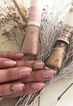Manicure de Sucesso - Unhas Decoradas 2017 in 2020 Grunge Nails, Swag Nails, Bride Nails, Manicure Y Pedicure, Nail Patterns, Classy Nails, Beautiful Nail Designs, French Nails, Nails On Fleek