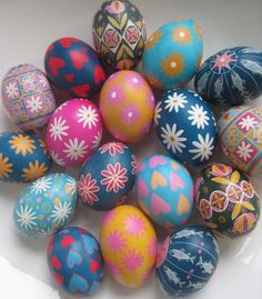 Mix and match different patterns and colors of your Easter eggs. #PANDORAloves #DIY