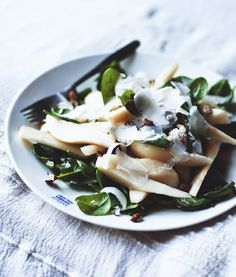 Salad from pears, fresh spinach and hazelnuts, topped with some grana padano.