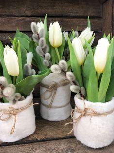pussy willow- Palmkätzchen Palm kitten With tulips the perfect spring decoration! Summer Decoration, Decoration Table, Flowers Decoration, Diy Flowers, Floral Flowers, Garden Care, Fleurs Diy, Tulip Bouquet, Tulips Garden