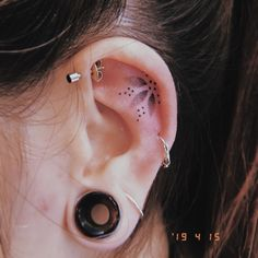 31 delicate tiny ear tattoos for women that make you unique - - 31 delicate tin. - 31 delicate tiny ear tattoos for women that make you unique – – 31 delicate tiny ear tattoos f - Mini Tattoos, Body Art Tattoos, Ear Tattoos, Tatoos, Creative Tattoos, Unique Tattoos, Cool Tattoos, Piercing Tattoo, Ear Piercing