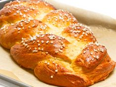 A simple recipe for a decorative Sweet Braided Bread that tastes fantastic and a. New Hair Do, Braided Bread, Fruit Drinks, Wild Hair, Fruit And Veg, Food Inspiration, Easy Meals, Food And Drink, Low Carb