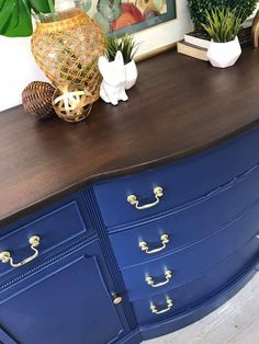 China Blue Buffet with Tobacco Stained Top Blue Furniture, Paint Furniture, Dining Room Furniture, Furniture Projects, Furniture Makeover, Antique Furniture, Furniture Design, Blue Chalk Paint, Blue Paint Colors