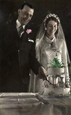 Tinted wedding photograph | Flickr - Photo Sharing!  #PhotographySerendipity #photography #wedding Vintage wedding photography