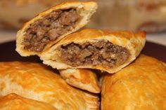 Easy Jamaican Beef Patties - flaky pastries filled with curry beef, onions, and peppers. Jamaican Beef Patties, Jamaican Patty, Jamaican Meat Pies, Meat Recipes, Cooking Recipes, Recipies, Savoury Recipes, Spicy Recipes, Shrimp Recipes