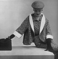 Oh, how I adore this marvelous basket weave print suit from 1951. #vintage #1950s #fashion #suits