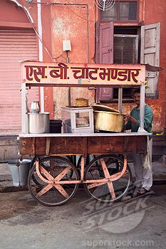 Snack (Chaat) Vendor … Street Food Market, Street Vendor, Namaste, India Street, Asian Street Food, World Street, Food Stations, Food Stall, India Food