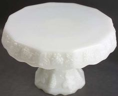 reminds me of my Grandma's cake stand...love it!