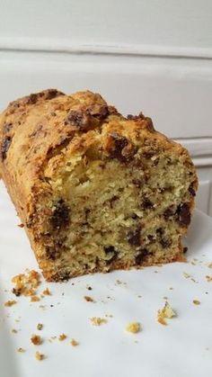Cake tout simple // moelleux aux pépites de chocolat et jus d'orange // apport limité en beurre // recette de gâteau avec 1 seul oeuf!