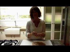 Roti flat bread tutorial from Sophie Grey (Destitute Gourmet) Bread Recipes, Baking Recipes, Flat Bread, Sophie Gray, Ethnic Recipes, Easy, Breads, Food, Youtube
