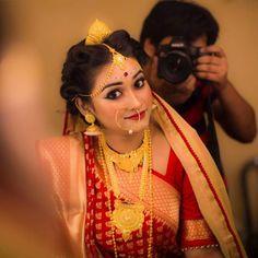 Indian Wedding Bride, Bengali Wedding, Saree Wedding, Indian Bridal, Bridal Poses, Bridal Portraits, Bengali Bridal Makeup, Bengali Bride, Traditional Indian Jewellery