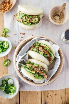 Plus une miette dans l'assiette Gua Bao, B Food, Food Is Fuel, Healthy Dinner Recipes, Real Food Recipes, Tapas, Food Photo, Street Food, Food Dishes