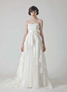 WEDDING DRESS フランスレースとプリーツオーガンジーを贅沢に使ったラグジュアリーなウェディングドレス Cottie Lou   http://anela-clothing.jp/