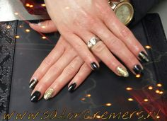 Black and gold glitter nails nail art oval