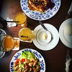 """Un coloratissimo ultimo pranzo presso il ristorante Lokal U Bile Kuzelky, nel quartiere Mala Strana della città di Praga   Quando si dice """"mangiare con gli occhi"""" ..."""