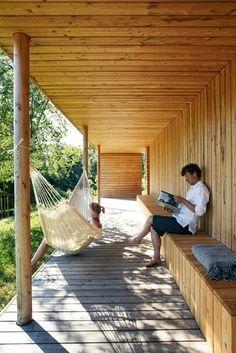 Langstrakt hytte med smarte løsninger