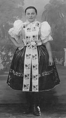 Bohemian Girls, Bohemian Art, Vintage Pictures, Vintage Images, Folk Embroidery, Folk Costume, People Of The World, Traditional Dresses, Folklore