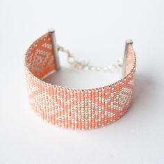 Manchette perles miyuki / Bracelet perles Miyuki tissées été / argent et corail : Bracelet par tadaam-bijoux