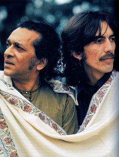 SBFC (13 décembre 2013) ― Le maître indien du sitar, Ravi Shankar, qui a influencé de nombreux musiciens occidentaux, des Beatles à Yehudi Menuhin en passant par John Coltrane, est décédé aux États-Unis, le 11 décembre à l'âge de 92 ans, a annoncé sa famille. Le père de la chanteuse de jazz et pop-folk Norah Jones et de la sitariste Anoushka Shankar est mort dans un hôpital de San Diego, où il venait de subir une intervention chirurgicale pour le remplacement d'une valve cardiaque.