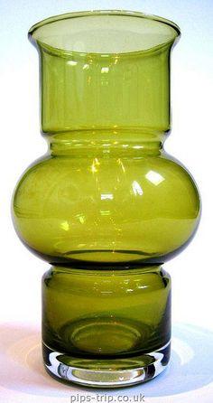 1972 Riihimaen (Finland) Green 'Tuulikki Glass Vase by Tamara Aladin Man Pad, Scandinavian, Retro Vintage, Glass Vase, Stones, Gems, Finland, Rocks, Rhinestones