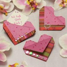 Origami Herz für den Muttertag falten: Eine einfache und wunderschöne Herzen Origami Falttechnik! Wir zeigen dir wie es geht! Mit Videoanleitung! ✓ http://www.trendmarkt24.de/bastelideen.herzen-basteln.html#p