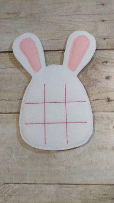 Tic Toe, Tic Tac Toe Game, Easter Projects, Easter Crafts, Felt Diy, Felt Crafts, Easter Puzzles, Felt Games, Quiet Book Patterns