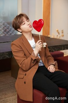 How to unsee this so I could stay loyal to my bias 101 Kim Jinhwan, Chanwoo Ikon, Yg Entertainment, Bobby, Ikon Member, Ikon Kpop, Ikon Debut, Ikon Wallpaper, Koo Jun Hoe