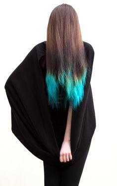 eu acho bonito essas mechas azul turquesa que um monte de gente tá fazendo, dá até vontade de fazer. =P
