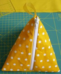 Creation Couture, Diy And Crafts, Journal, Volkswagen, Patterns, Log Projects, Cosmetic Bag Tutorial, Jean Apron, Block Prints