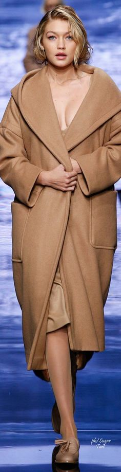 Max Mara. Fall 2015. Ready-To-Wear. Love, love, that coar\t