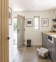 Border Oak Case Study, Little Friths. Brick built Pearmain Cottage designed and built by Border Oak Style At Home, Cottage Hallway, Cottage Living Rooms, Küchen Design, House Design, Boot Room Utility, Utility Room Designs, Border Oak, Oak Frame House