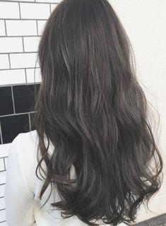 暗髪ブルージュカラー☆透明感アッシュ 髪型・ヘアスタイル・ヘアカタログ ビューティーナビ Ombre Hair Color, Cool Hair Color, Long Wavy Hair, Dark Hair, Korean Hair Color, Underlights Hair, Hair Streaks, My Hairstyle, Permed Hairstyles