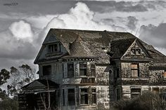abandoned creepy old mansions | ... wish I could just fix this old house up! it would be so beautiful