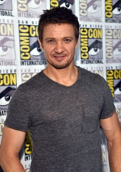 Jeremy Wearing Gray T-Shirt With Pocket at 2014 Comic-Con
