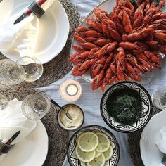 Crayfish party by @jonnakivilahti. Balmuir linen napkins available at www.balmuir.com