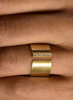 Ring aus Gelbgold besetzt Diamanten im Brillantschliff - Steinbach Goldschmiede - Handschmuck