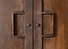 detail iron doors -- kitchens | Dirk Cousaert