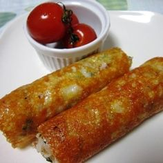 スティック焼きチーズおにぎり by ★ANNA★さん | レシピブログ - 料理ブログのレシピ満載! スティック状ににぎったご飯を焼いたチーズでくるっと巻きました。 周りはカリカリ、なかはほこほこのおにぎりです。 チーズ好きにはたまらないおにぎりです。 コツは、チーズをじっくり焼くことです!! ...