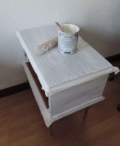 reciclar una mesilla de noche pintar Furniture Makeover, Decoration, Chalk Paint, Ideas Para, Nightstand, Diy And Crafts, Decorative Boxes, Creative, House