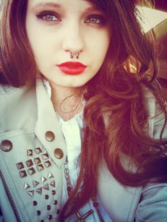 Pretty and septum piercing<3