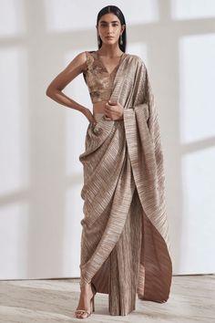 Designer Gowns, Designer Wear, Designer Sarees, Blouse Styles, Blouse Designs, Drape Sarees, Desi Wear, Stylish Sarees, Indian Wear