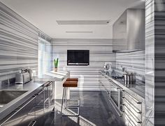 Get in line for a great new year. Swathed in expanses of Striato Olympico marble, this sharp kitchen designed by Oitoemponto sets a sleek example for the year to come. #oitoemponto #striatoolympico #marble #marblemonday #monday #kitchen #dallas #houston #austin #dallasdesign #houstondesign #dallasdesigndistrict #houstondesigndistrict #design #designer #kitchendesign #naturalstone #alliedstone #alliedstoneinc #modern #iwant #luxury