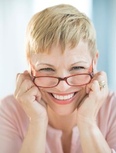 Women who wear glasses always face the dilemma, of choosing hairstyles that will make them look attractive and fashionable. There exist many short haircut ideas for mature women who wear glasses.