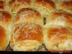 Leveles kelttésztából készített házi croissant.  Készítsd el akár 2, vagy 12 főre, a Receptvarazs.hu ebben is segít!